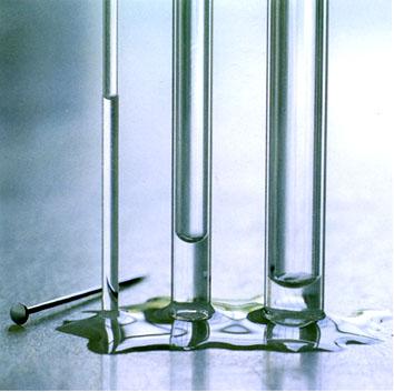 Dette bildet har jeg stjålet fra hydrologie.org. Et fint eksempel på at vann i trange rør kryper høyest.