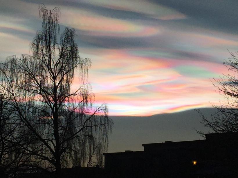 Perlemorskyer over Oslo den 22. desember 2014.
